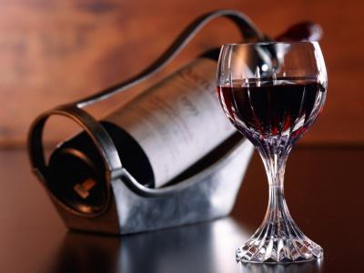 Красное вино – один из самых полезных напитков