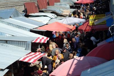 """Рынок """"Центральный"""" в Черновцах не будут переносить, чтобы обустроить площадь перед костелом"""