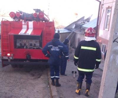У центрі Чернівців горить особняк (ФОТО)