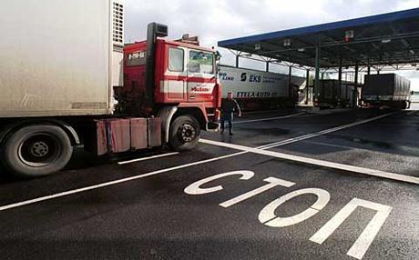 Росія повністю зупинила транзит українських товарів своєю територією