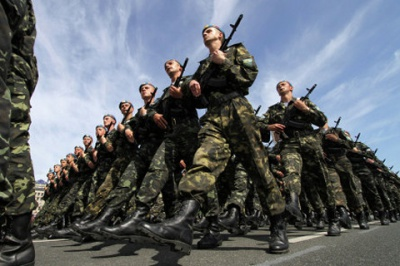 Военным-контрактникам повысили зарплату — обещают минимум 7 тысяч