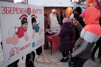 У Чернівцях провели благодійний ярмарок на підтримку жінок у кризовій вагітності (ФОТО)
