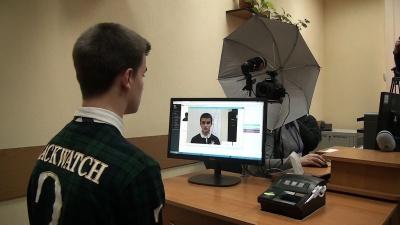 В Україні видали перші 100 паспортів-карток