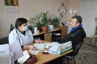 У лікарнях Чернівців ввели масковий режим (ФОТО)