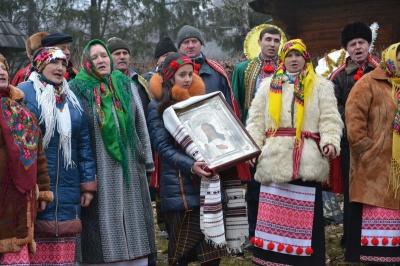 """У музеї просто неба 25 буковинських колективів колядуватимуть разом із дуетом """"Писанка"""""""
