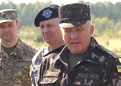 Порошенко звільнив командувача Сухопутних військ ЗСУ