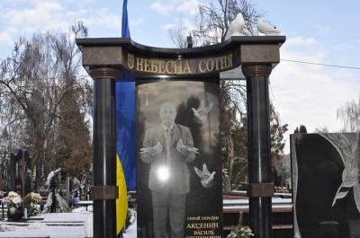 Герою Небесної Сотні у Чернівцях встановили пам'ятник (ФОТО)