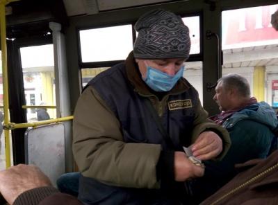 У Чернівцях кондуктори тролейбусів одягнули маски