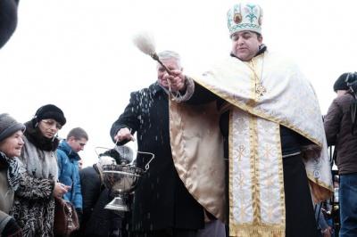 На площі Пресвятої Марії в Чернівцях освятили воду (ФОТО)