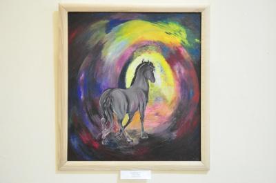 У Чернівцях відкрили виставку портретів коней, які рятують дітей хворих на ДЦП (ФОТО)