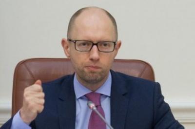 Яценюк доручив АМКУ перевірити продавців нафтопродуктів