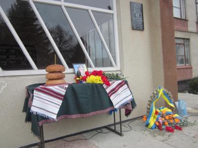 """Загиблому герою-""""кіборгу"""" з Буковини встановили вже три меморіальні дошки"""