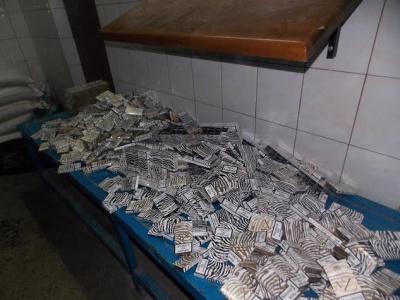 """У """"Фольксвагені"""" везли 900 пачок цигарок через кордон"""