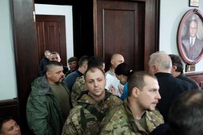 У Чернівецькій міськраді АТОшники заблокували вихід із сесійної зали