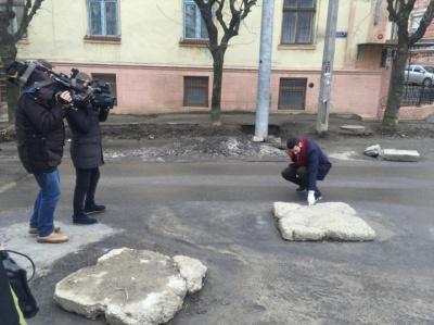 """На """"Новому каналі"""" розповіли, що """"Ревізор"""" робив на вулиці Хмельницького в Чернівцях"""