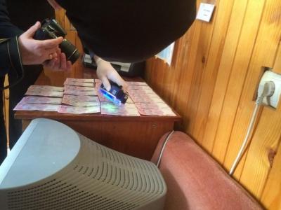 Лікаря, який вимагав у Чернівцях хабар за видачу висновку дитині-інваліду, відсторонили від посади