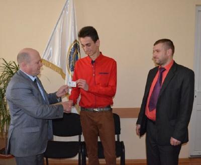 Першим буковинцем, який отримав паспорт нового зразка, став юнак з Путильщини