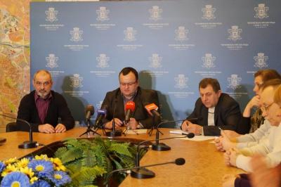 Бійців АТО возитимуть у Чернівцях безкоштовно: у міськраді підписали меморандум