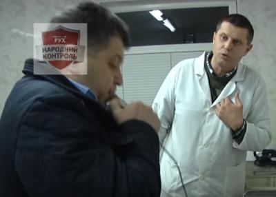 У Чернівцях ДАІ зупинила авто головлікаря-стоматолога запідозривши, що він п'яний