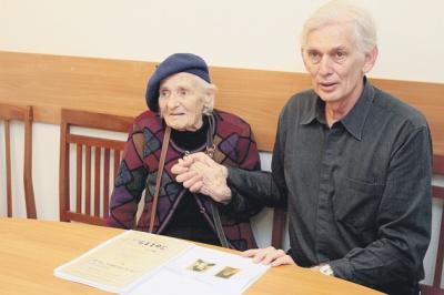 СБУ допомогла жительці Австралії дізнатися правду про її батька-буковинця через 79 років після смерті