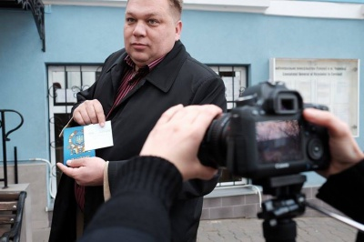В Черновцах активисты проверяли себя на наличие румынского гражданства (ФОТО)