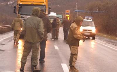 """На Закарпатті російські фури намагаються розблокувати місцеві """"тітушки"""""""