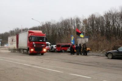 На Буковині активісти заблокували виїзд російських фур на кордоні з Молдовою