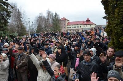 При в'їзді на Буковину активісти знову перекрили трасу - Хотин не хоче об'єднання з Кельменцями