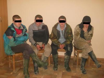 Чотирьох порушників кордону затримали на Буковині