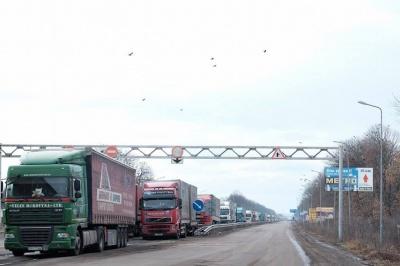 На Буковині на румунській частині кордону стоять у черзі 50 російських вантажівок