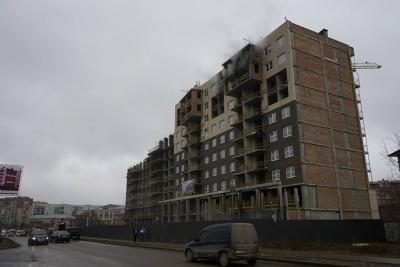 У Чернівцях горить новобудова на вулиці Воробкевича (ФОТО)