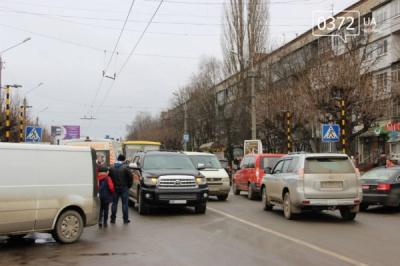 У Чернівцях іномарка збила жінку на вулиці Комарова (ФОТО)