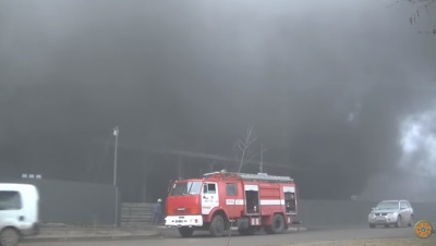 Пожежу в новобудові у Чернівцях гасили 20 рятувальників (ВІДЕО)