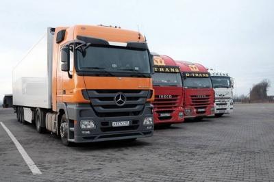 З Буковини до Росії відправилась перша колона із 43 російських вантажівок