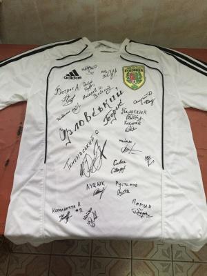 """ФК """"Буковина"""" виставила на аукціон футболку із автографами всієї команди"""