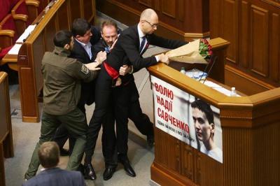 Нардепа, який виносив Яценюка, поновили у фракції БПП