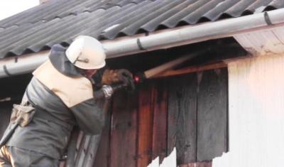 За вихідні пожежники Буковини врятували 7 будівель і автомобіль