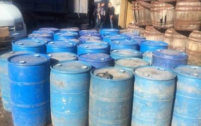СБУ Буковини виявила вантажівку, яка нелегально перевозила 11 тонн спирту