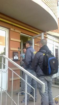 """В Черновцах активисты  """"Азова"""" требуют у местных провайдеров прекратить трансляцию телеканала  """"Интер"""""""