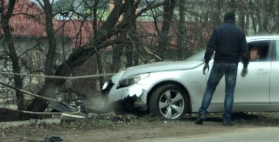 На Буковині BMW врізалось в огорожу, а вантажівка злетіла з дороги (ФОТО)