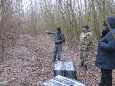 Прикордонники затримали трьох буковинців, які намагалися незаконно переправити цигарки до Румунії