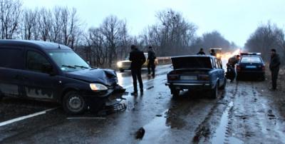 У Чернівецькій області зіткнулися ВАЗ та Опель: є постраждалі