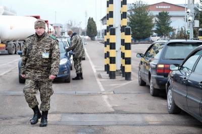 """На """"Порубному"""" виникла суперечка між водіями і блокувальниками російських фур"""