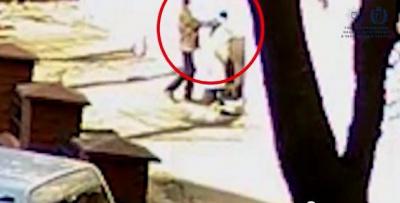 На Головній у Чернівцях камера зафіксувала пограбування (ВІДЕО)