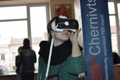 У Чернівцях під час TEDxChernivtsi одягали окуляри віртуальної реальності та каталися на сігвеї (ФОТО)