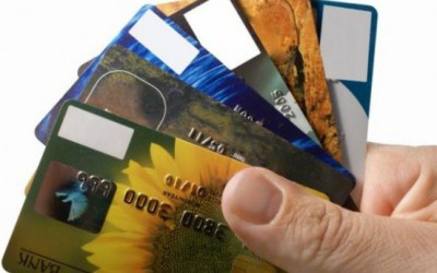 Лише трохи більше половини українців мають рахунки у банках