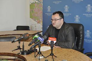 """""""Я працюю, живий-здоровий"""", - мер Чернівців про закиди депутата, що він не ходить на роботу"""