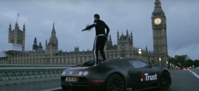 Хлопець зіграв у футбол на Bugatti Veyron