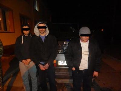 На кордоні на Буковині затримали трьох контрабандистів