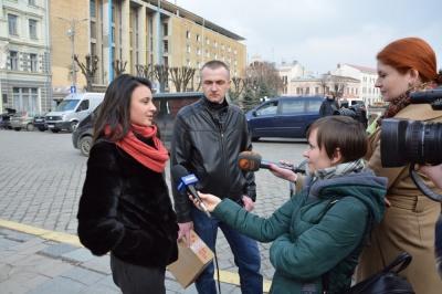 Завдяки співачці з Чернівців бійці отримали нову метеостанцію